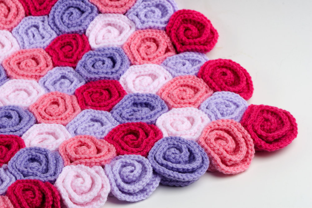 Crochet Patterns Of Roses : Crochet Pattern Rose Field ? Yarn Twist