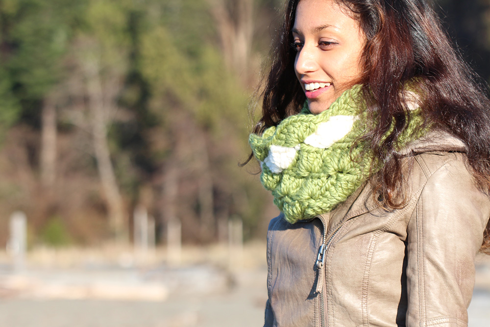 Seashells Infinity Scarf free crochet pattern and step-by-step photo tutorial suitable for beginners