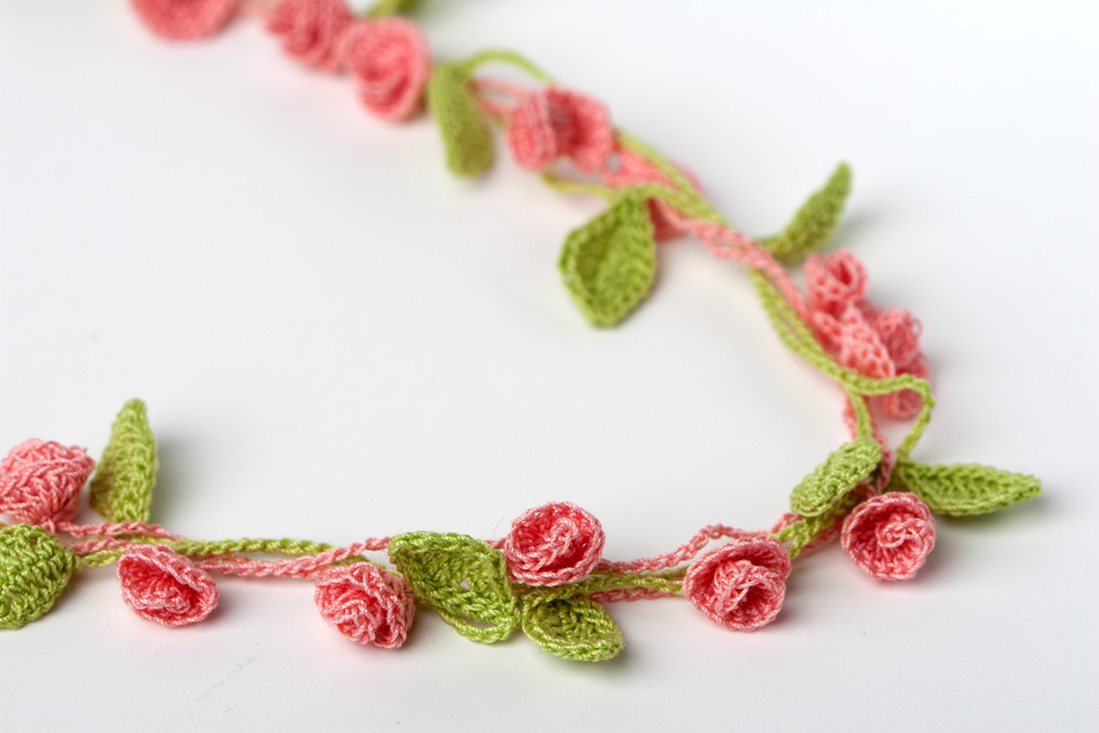 Rose Garden Crochet Necklace – Yarn Twist