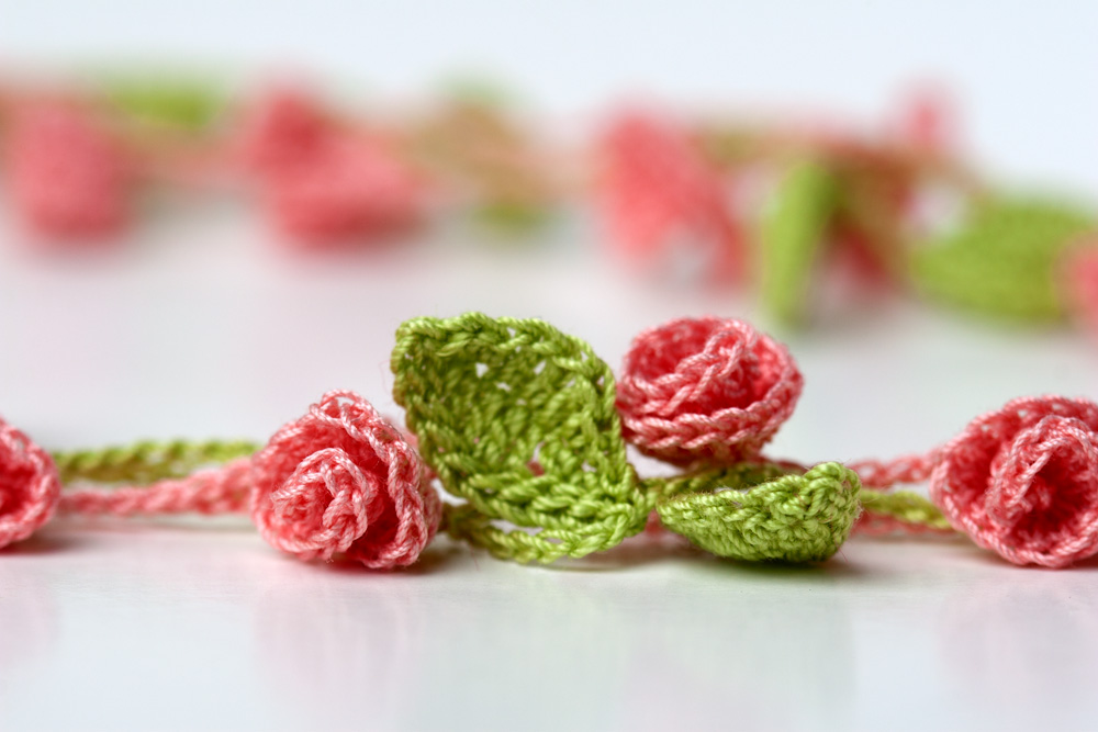 Rose Garden Necklace crochet pattern. Cute crochet flower jewelry