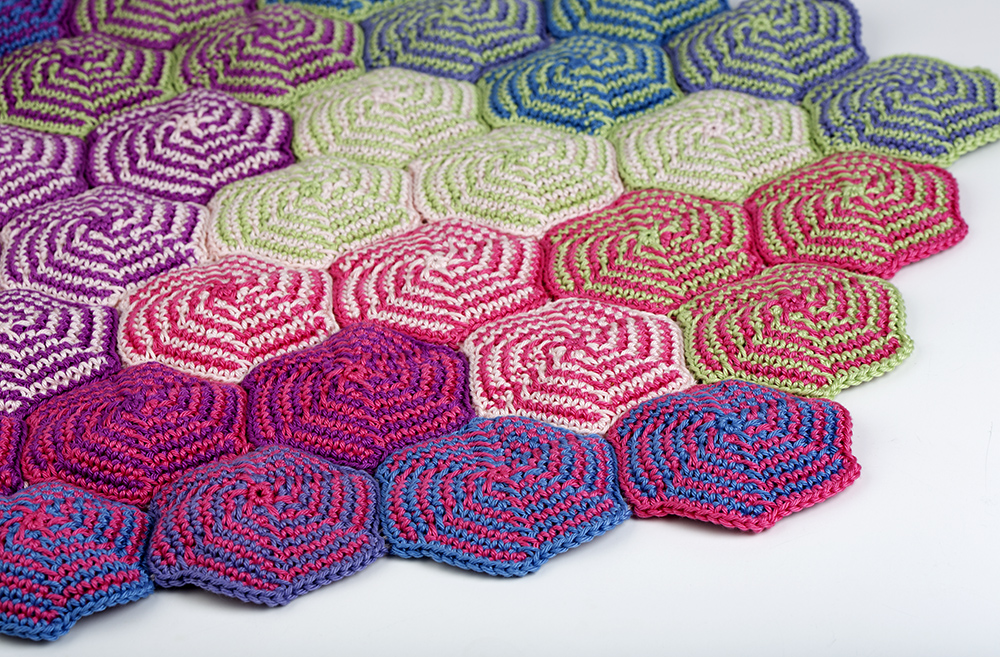 Pinwheel Blanket free crochet pattern – Yarn Twist