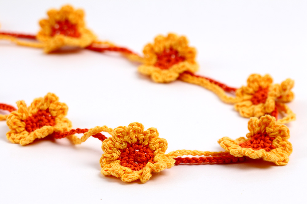 Free Crochet Pattern Sunflower necklace or bracelet by YarnTwist