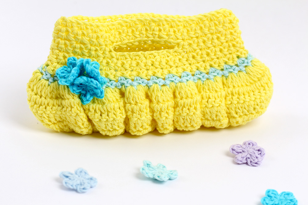 Crochet pattern Ruffle Purse by YarnTwist free crochet pattern