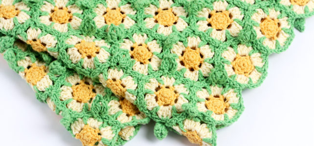 Daisy Flower Crochet Blanket